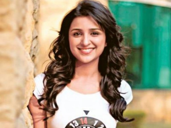 parineeti_chopra-Attractive-P